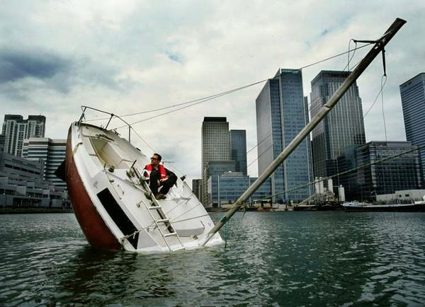 Полузатонувшая яхта от Жульена Бертера (Julien Berthier)