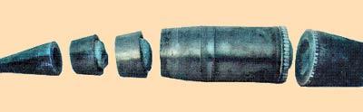 Снаряд, разрезанный струей воды вместе с взрывчаткой.