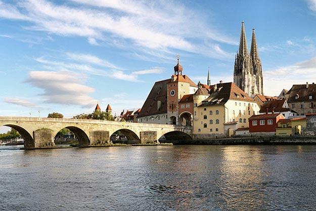 Река Дунай в Регенсбурге, Германия: