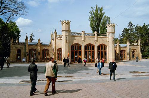 Нарзанная галерея в Кисловодске — один из архитектурных памятников курорта. Фото Игоря Константинова.