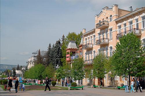 Курортный бульвар города Кисловодска. Здесь расположены Главные нарзанные ванны. Фото Игоря Константинова.