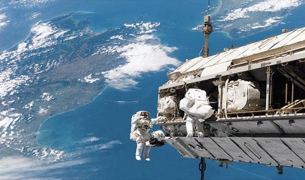Космонавтов больше чем глубоководников.